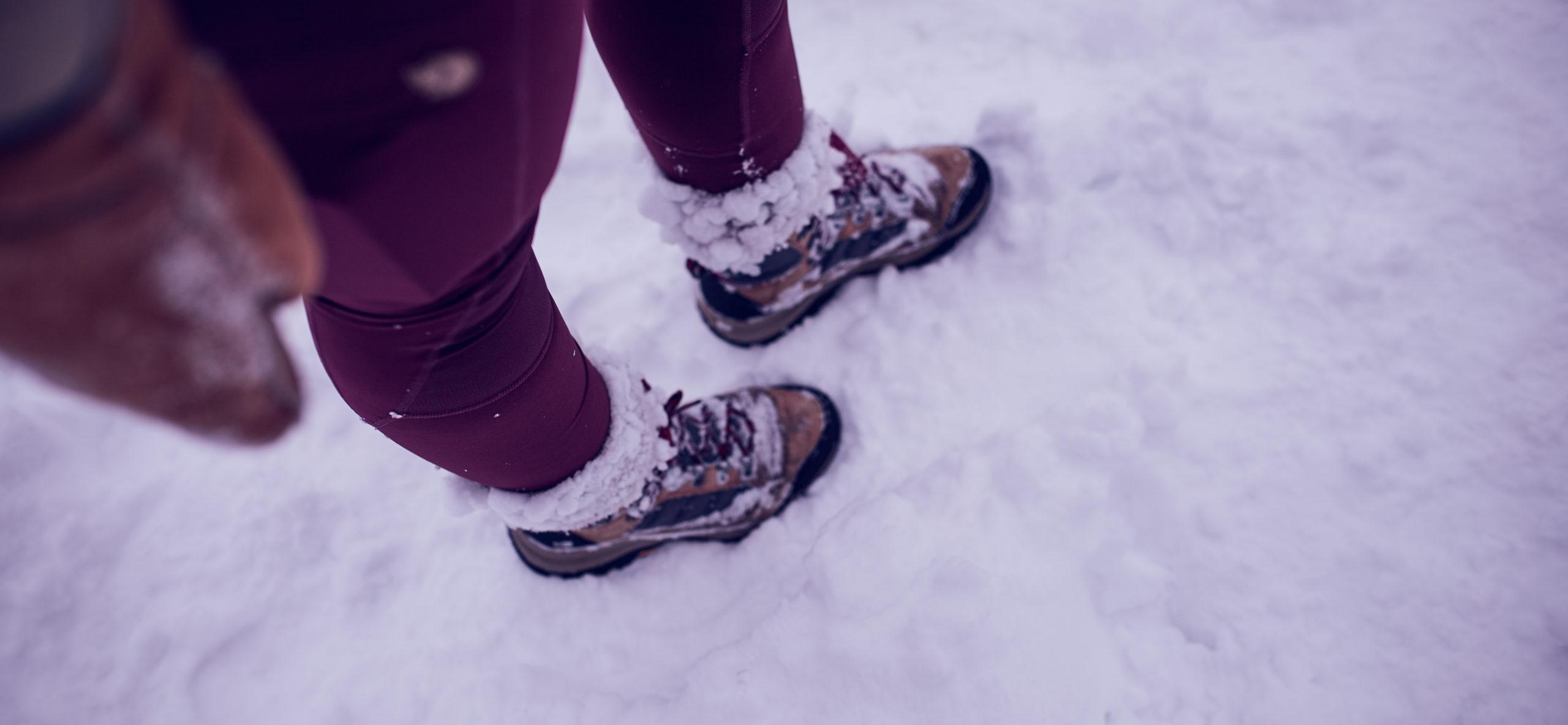 she wanders wandert im Harz im Schnee.