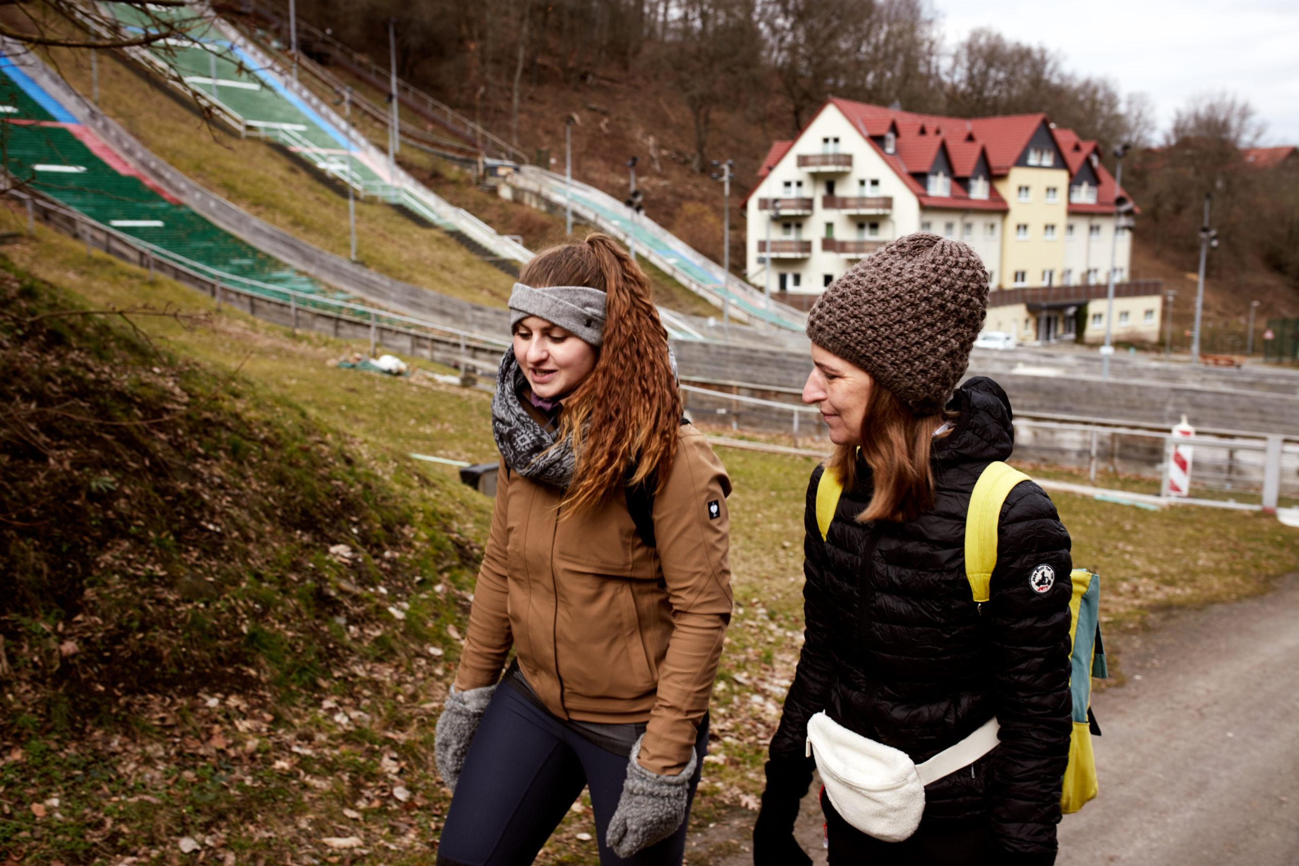 Marita-und-Sara-wandern-zur-Harburg-im-Harz-in-Wernigerode